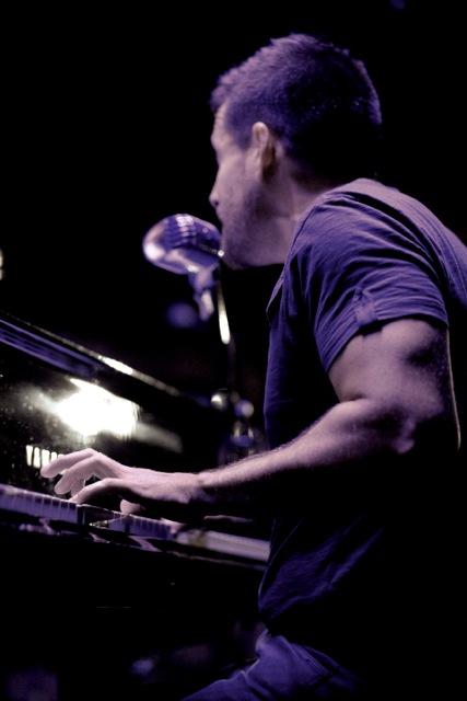 Al piano de Clamores – Foto Leo Acaso